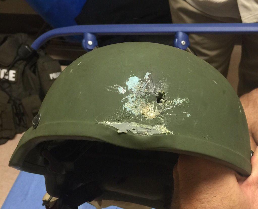 https://commons.wikimedia.org/wiki/File:Police_kevlar_helmet,_Orlando.jpg?uselang=en-gb